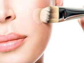 5-Makeup-Tips-that-Make-You-Look-Old-wrong-shade-of-foundation